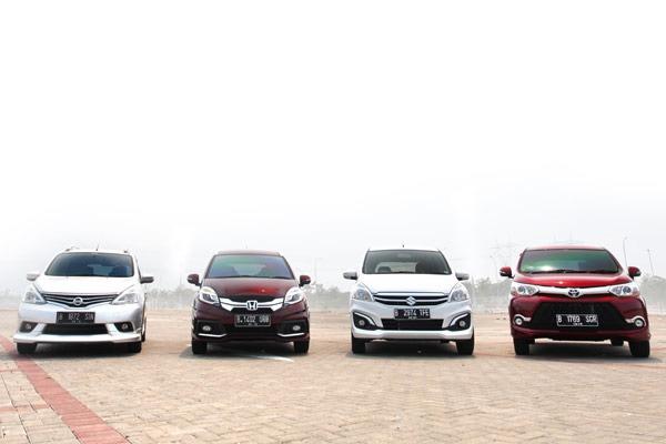 Honda Mobilio vs Toyota Avanza | CarBay