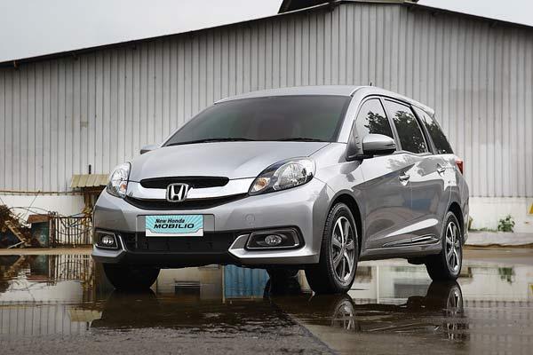 Mencoba Honda Mobilio E CVT Prestige Baru di Indonesia