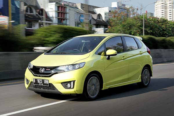 2014_10_01_02_15_59_Honda_Jazz_RS_AT-01