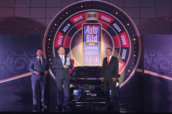 20161208_054724_Honda-Civic-Turbo-yang-terpilih-sebagai-Car-of-The-Year-Auto-Bild-V-KOOL-Indonesia-Award-2016